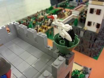 Medieval. La cigüeña preside, vigilante, el diorama