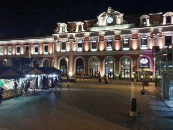 Centro Comercial Príncipe Pío. Fachada de noche