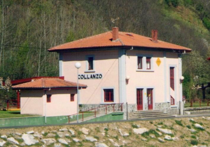 Edificio de la estación de Collanzo, en los colores que lució entre 1990 y 2009