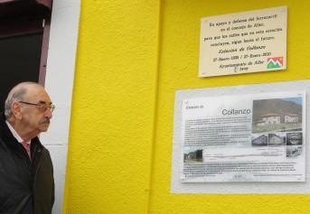 El hijo del arquitecto Díaz y Fernández Omaña, Don Miguel Díaz contemplando la placa alusiva a la estación en homenaje a su padre.